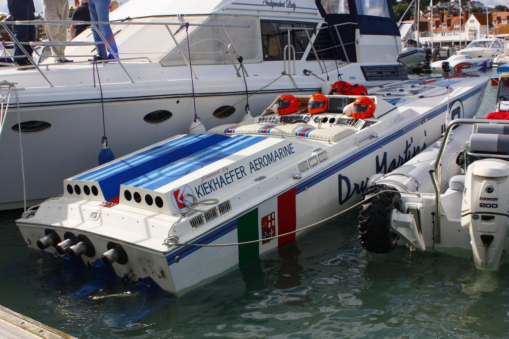 Dry Martini at Cowes - Offshoreonly com