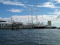 Floating Reporter-10/31/04-Lauderdale Boat Show-img_4914.jpg