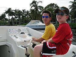 Floating Reporter-10/31/04-Lauderdale Boat Show-img_4915.jpg