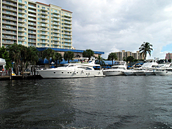 Floating Reporter-10/31/04-Lauderdale Boat Show-img_4919.jpg