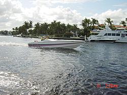 Floating Reporter-10/31/04-Lauderdale Boat Show-cig.jpg