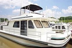 People going to the Shootout post a pic of you boat-partyboat1.jpg
