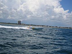 Floating Reporter-8/21/05-Lake Boca Raft-up Party!!!-img_2084.jpg