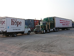 JB4Boyne on a mission in Houston with supplies-peterbilt-040-large-.jpg