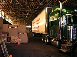 JB4Boyne on a mission in Houston with supplies-peterbilt-048-large-.jpg