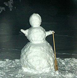 8 foot Frosty gets in my YARD-snow3.jpg