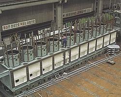 The Worlds Most Powerfull Engine  2 stroke Diesel-engine-rta96c_cyldeck.jpg