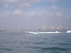 Floating Reporter-2/26/05-Miami Boat Show Poker Run & Shooters Hot Bod Contest-miami-poker-run-06-018.jpg
