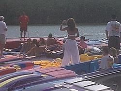 Floating Reporter-2/26/05-Miami Boat Show Poker Run & Shooters Hot Bod Contest-poker-run-girl.jpg