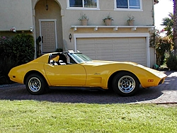 I keep looking at this pic and can't help but wonder.-yellowvette.jpg