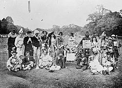 'tis the season...-clowns-1914.jpg