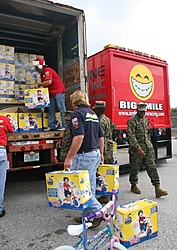 Santa Comes early to needy kids-unload11_sm.jpg