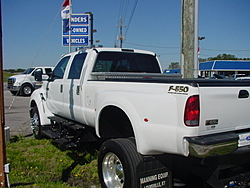 looking for a 38-47ft Vee-f550-f650-020.jpg