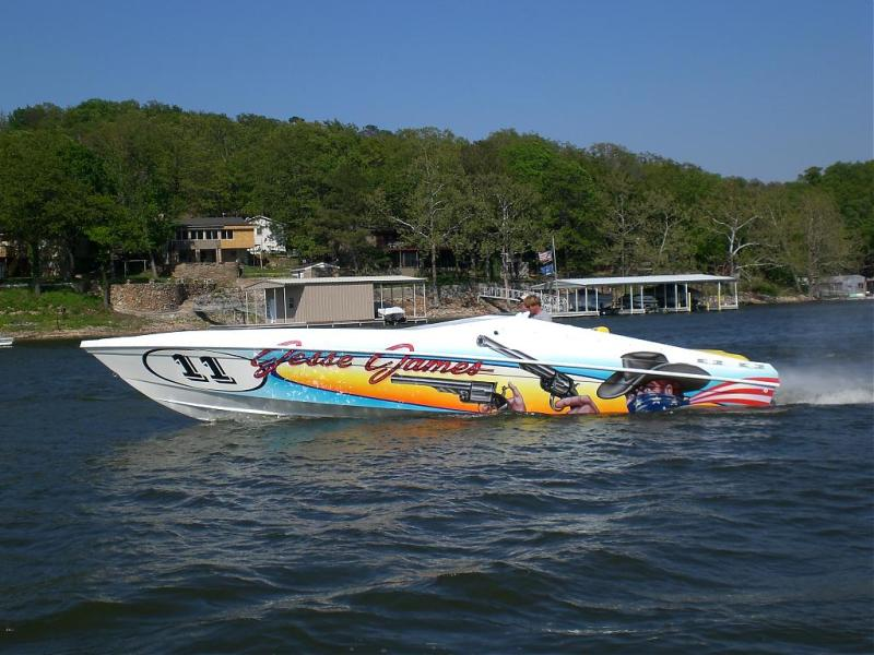 28 hustler powerboat pic 532