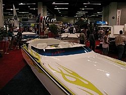 More pixs of the 144mph 25' Daytona-144mphdayt-frontatboatshow.jpg