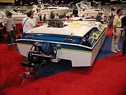 More pixs of the 144mph 25' Daytona-144mphdayttransomeatboatshow.jpg