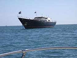 Yacht off FL Keys that ran aground during hurricane?-cdc-004.jpg