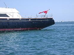 Yacht off FL Keys that ran aground during hurricane?-cdc-006.jpg