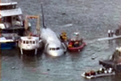 Plane crashes in Hudson River!-grab.jpg
