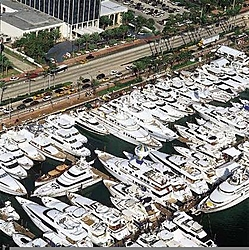 Miami Boat Show 2004-brokerage_picture7.jpg