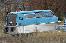 What kind of bottom design does this hull have. Any advantages?-carboat.jpg