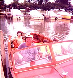 Sunk boat in Erie-usinboat.jpg