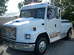 When is a dually needed?-dually-22s-freightliner-005.jpg