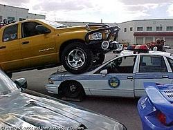 Hummer H2 VS Dodge dually-weird234.jpg