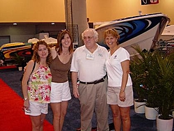 HRPA Girls and ?-miami-boat-show-feb-2004-015-sy-resize.jpg