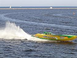 Milwaukee race pics...-para-dice-up-close-running-medium-.jpg