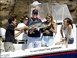anyone see these pics of bushes new boat?-20040808082309990001.jpg