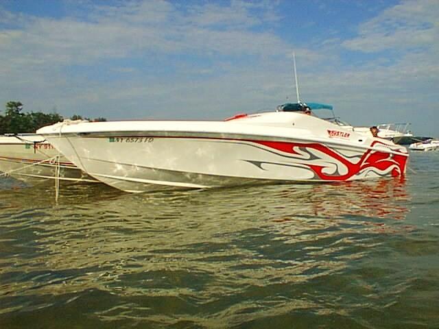 28 hustler powerboat pic 594