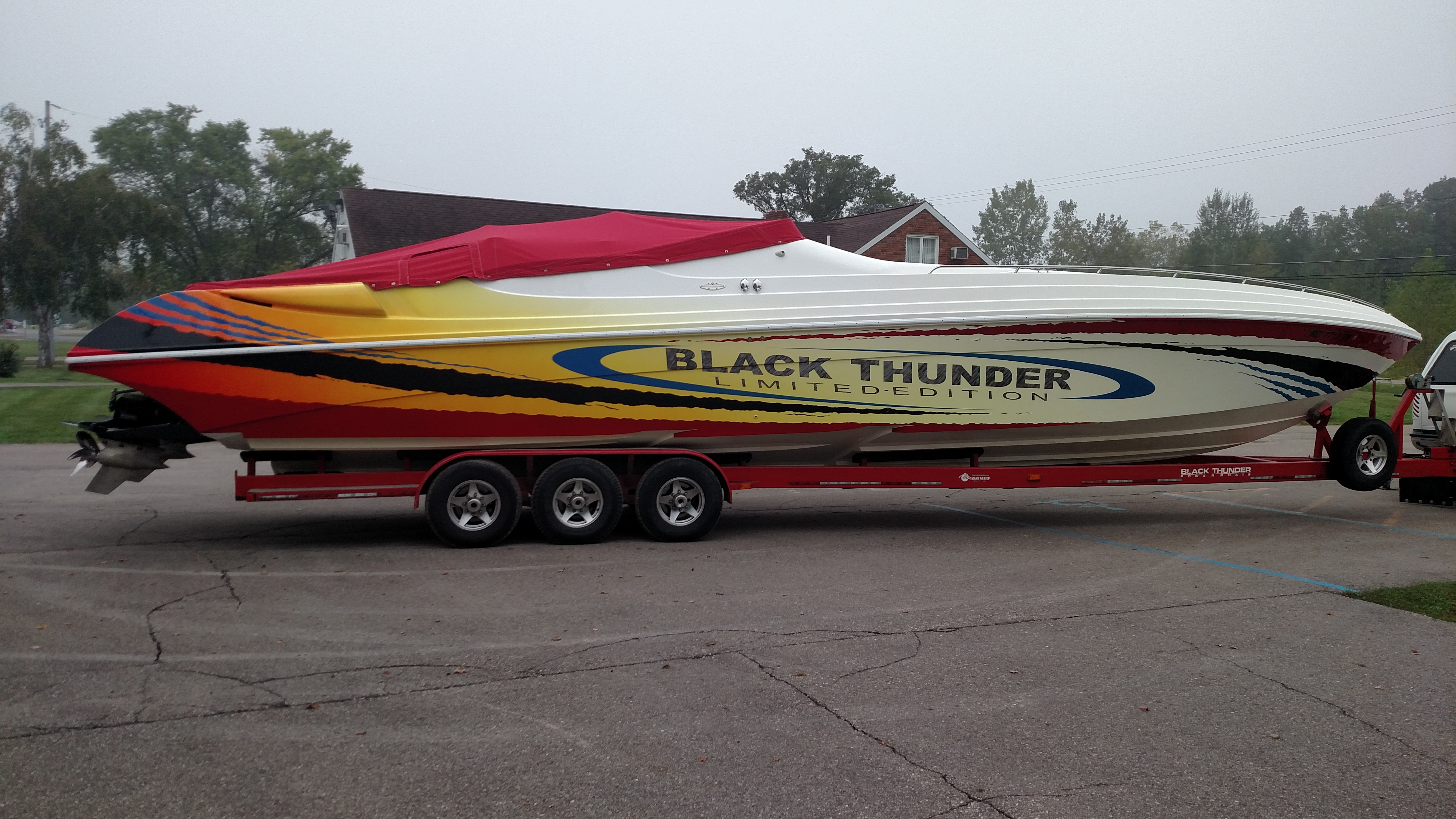 Thanks to modifications from BBLADES, this 46-foot Black Thunder has greater high-speed stability.