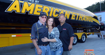 Coil and his wife, Missi, enjoyed Onken's company during the Performance Boat Center Shootout Welcome Party.