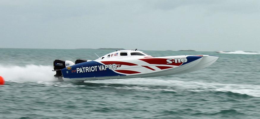Chris Schoenbohm's Smart Marine Service/Patriot Vapor 32-foot Doug Wright. Photo by Pete Boden.