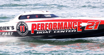 Like the majority of the Superboat-class fleet, 2016 National Champion Performance Boat Center is powered by Sterling Engines. Photo by Pete Boden/Shoot 2 Thrill Pix.  (https://www.facebook.com/Shoot-2-Thrill-Pix-130528070292399/)