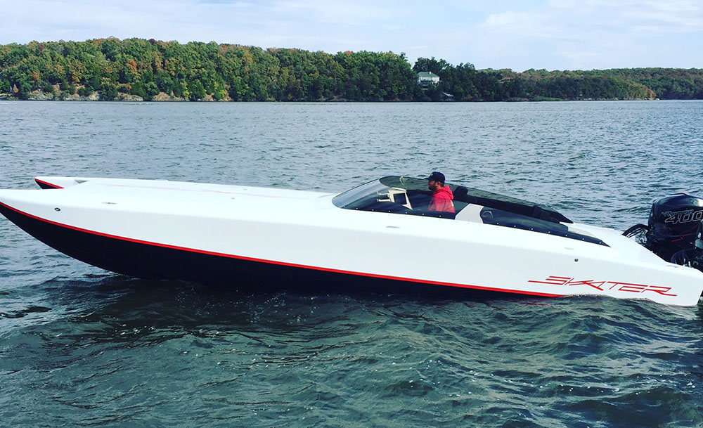 A pair of Mercury Racing Verado 400R engines supplies the power to the 31-foot Skater.