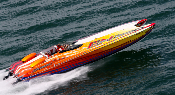 High-performance powerboat owners in Michigan have a short season, and the Western Michigan Offshore club helps them make the most of it. Photos by Pete Boden/Shoot 2 Thrill Pix. (https://www.facebook.com/Shoot-2-Thrill-Pix-130528070292399/?fref=ts)